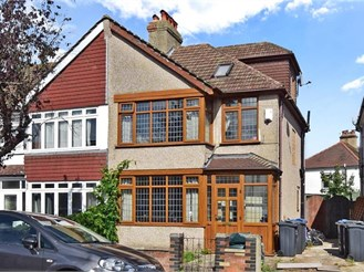 4 bedroom end of terrace house in Croydon