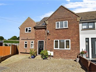 4 bedroom semi-detached house in Sole Street