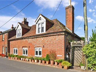 2 bedroom detached house in Littlebourne, Canterbury