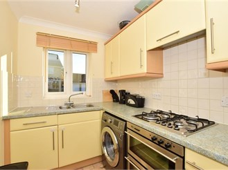 2 bedroom semi-detached house in Lower Halstow, Sittingbourne