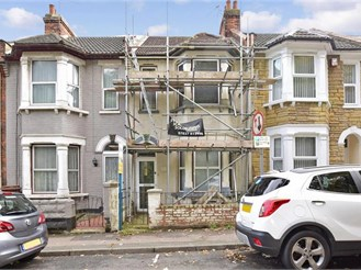 3 bedroom terraced house in Chatham