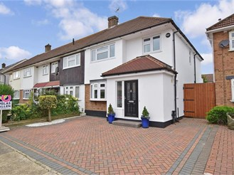 3 bedroom end of terrace house in Rainham