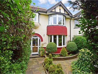 4 bedroom semi-detached house in Romford