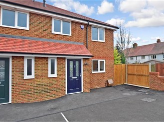 3 bedroom end of terrace house in Hersden, Canterbury