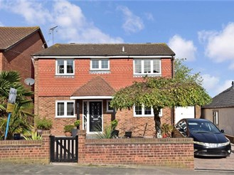 4 bedroom detached house in Hawley