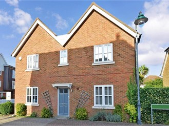 3 bedroom link-detached house in Kings Hill, West Malling