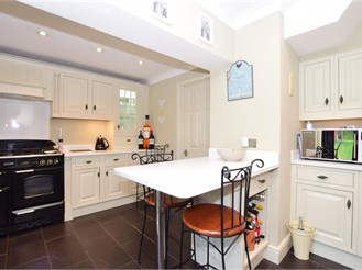 5 bedroom semi-detached house in Cuxton, Rochester