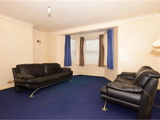 1 bedroom basement converted flat in Margate