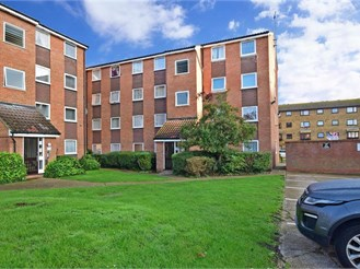 2 bedroom second floor flat in Barking