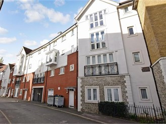 1 bedroom second floor flat in Canterbury