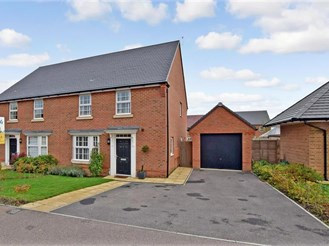 3 bedroom semi-detached house in Preston, Canterbury