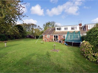 6 bedroom semi-detached bungalow in Womenswold