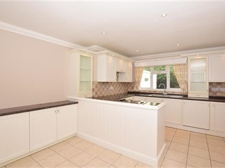 4 bedroom detached bungalow in Margate