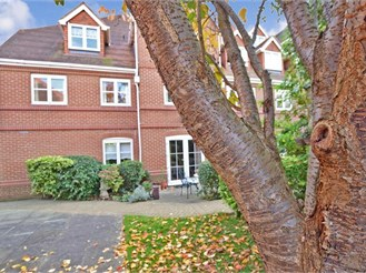 1 bedroom second floor retirement flat in Faversham