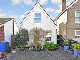 2 bedroom detached house in Minster On Sea, Sheerness