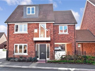 4 bedroom link-detached house in Burham, Rochester