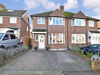 3 bedroom semi-detached house in Canterbury