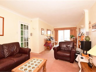 3 bedroom semi-detached house in Istead Rise