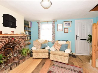 2 bedroom semi-detached house in Eythorne, Dover