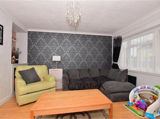 3 bed semi-detached house in Faversham