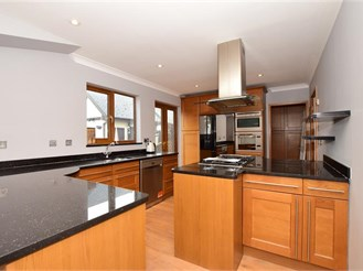 4 bedroom detached house in Rochester