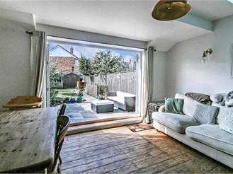 3 bedroom terraced house in Hythe