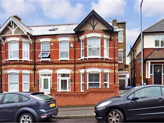 6 bedroom end of terrace house in Margate