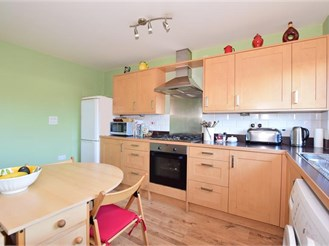 2 bedroom first floor apartment in Edenbridge