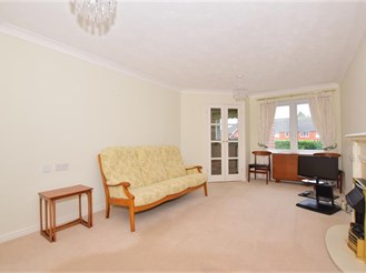 1 bedroom first floor retirement flat in East Grinstead