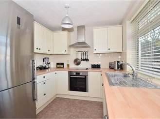 2 bedroom top floor maisonette in Wilmington