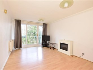 2 bedroom ground floor flat in Rochester