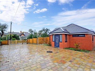 3 bedroom detached bungalow in Whitstable