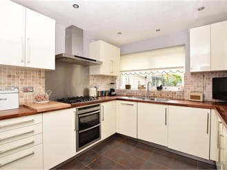 3 bed detached bungalow in Ramsgate