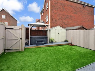 3 bedroom semi-detached house in Folkestone