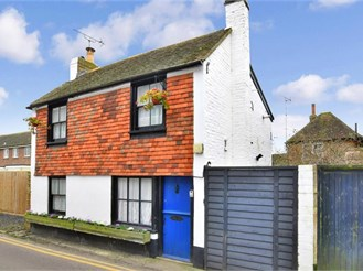 2 bed character property in Lydd