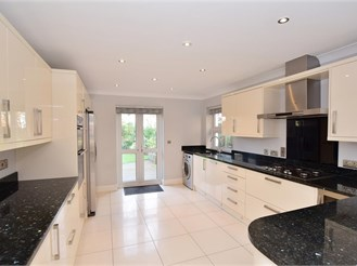 5 bedroom detached house in Larkfield