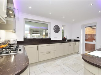4 bedroom detached house in High Halstow, Rochester