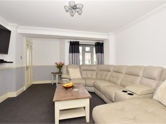 4 bedroom semi-detached house in Rochester