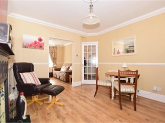 2 bedroom terraced house in Dover
