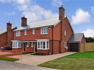 3 bedroom semi-detached house in Littlebourne, Canterbury
