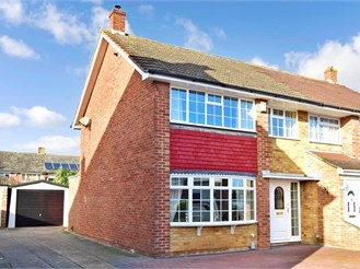 3 bedroom semi-detached house in Riverview Park, Gravesend