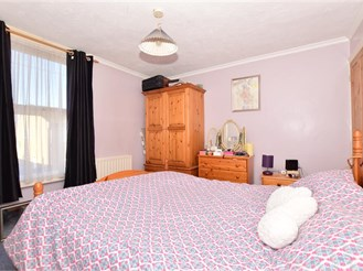 3 bedroom end of terrace house in Faversham