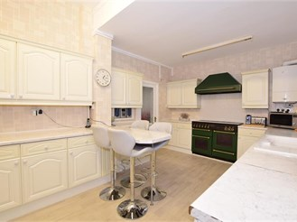 8 bedroom semi-detached house in Cliftonville, Margate