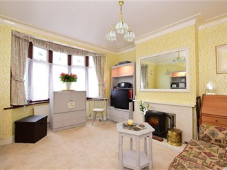 4 bed semi-detached house in Ilford