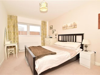 2 bedroom third floor flat in Tonbridge