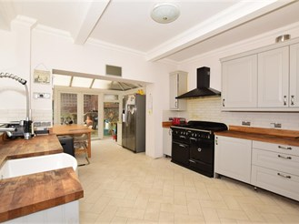 6 bedroom semi-detached house in Broadstairs