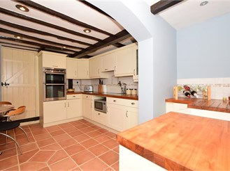 4 bedroom cottage in Bearsted, Maidstone