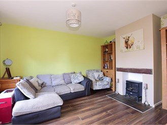 4 bedroom end of terrace house in Cobham