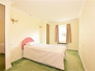 1 bedroom ground floor retirement flat in Reigate