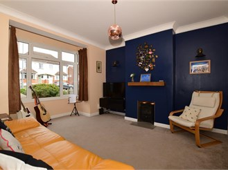 3 bedroom semi-detached house in Gravesend